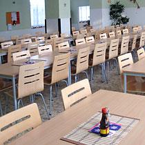 Vybavení a nábytek pro školní jídelny